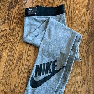 NWT Nike Tight Fit Leggings With Logo Women's XL